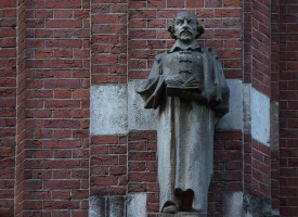 Lezende beelden Amsterdam