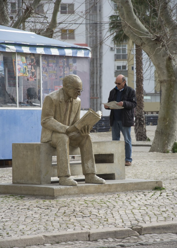 schrijver overkant van de rivier